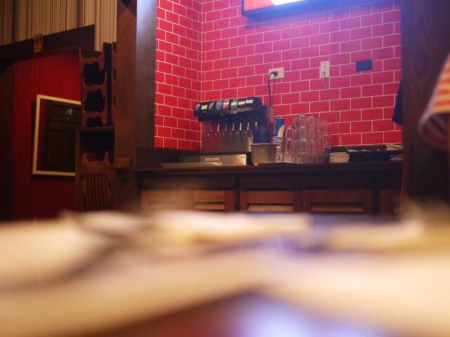 TGIフライデイズ グアム・タモン店 テーブルから撮影した画像