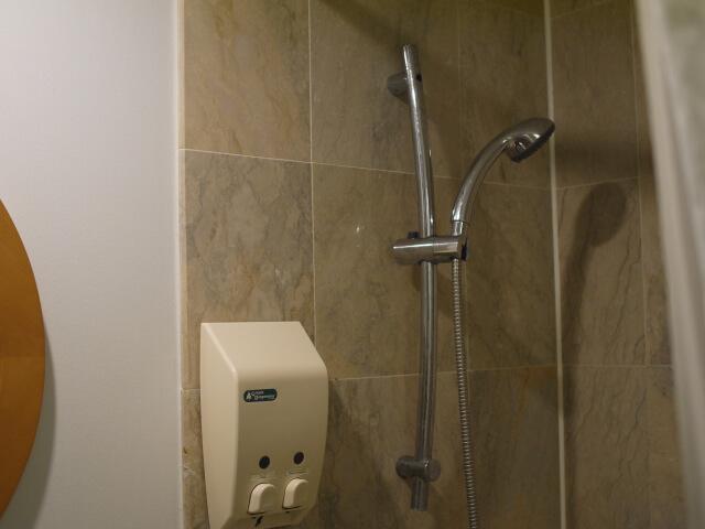 グアム・プラザホテル シャワーブース画像