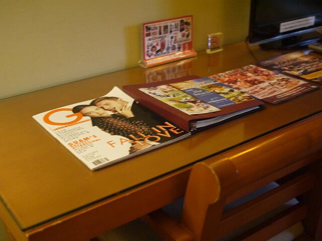 グアム・プラザホテル室内のデスク画像