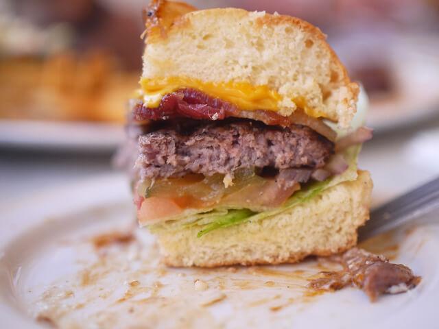 ハードロックカフェ ベーコンチーズバーガー画像