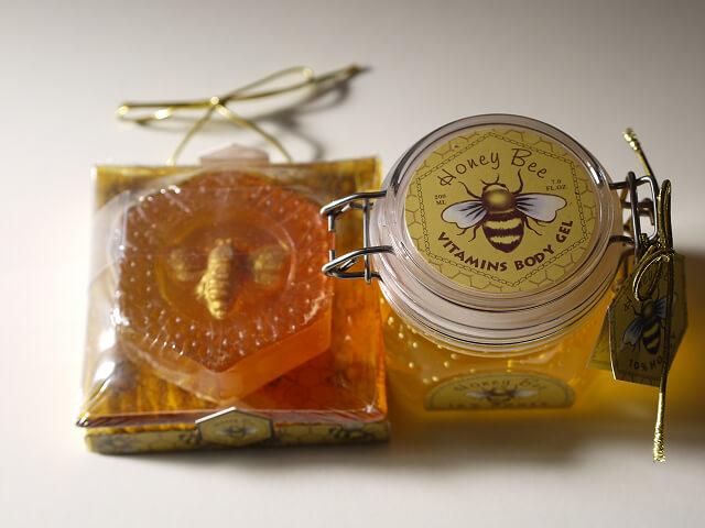 ハチミツ入りボディジェルと石けん画像