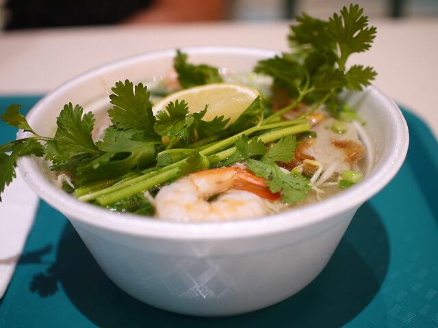 マイクロネシアモールでショッピング&食事 タウベイフォの五目フォーが美味しかった。
