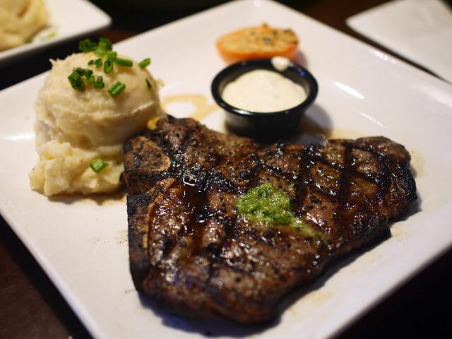 レストランで食べたTボーンステーキ画像