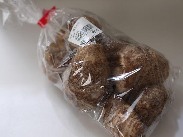 新鮮野菜コーナーで購入した里芋画像