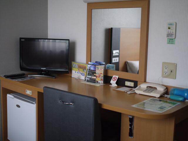 ビジネスホテルの部屋画像