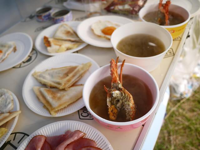 キャンプ飯 イセエビの味噌汁画像