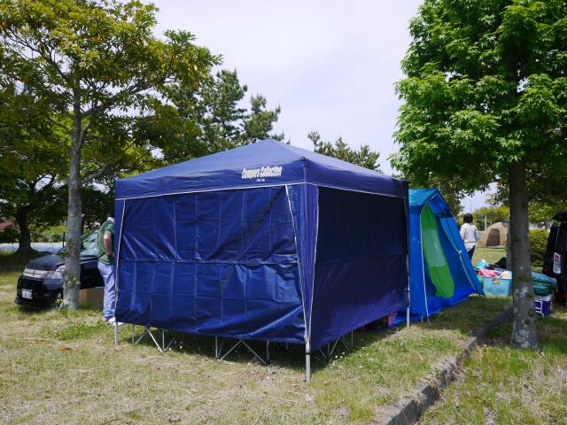 静波キャンプ場 テントを張ったあとのCサイト画像