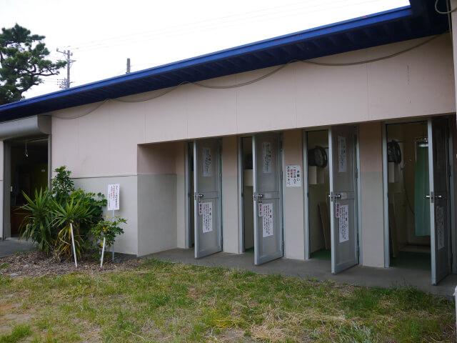 静波キャンプ場 シャワー室画像