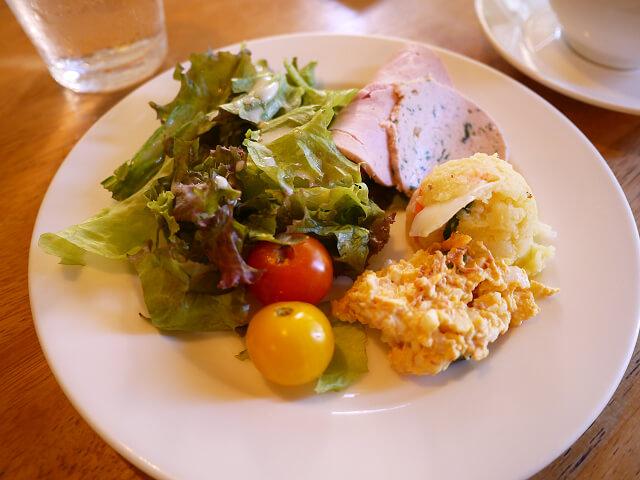 レストラン&カフェやまちゃんち ランチタイムだけじゃないアラカルトメニューも魅力的。