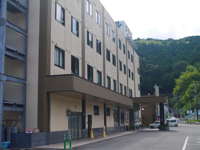 ホテルなみ 部屋もベッドも広く快適 ご飯も美味しい熊野市の宿。