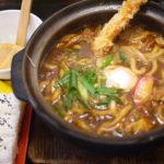 味噌煮込みうどんの美味しい店 大石家の海老天入り味噌煮込みうどん。