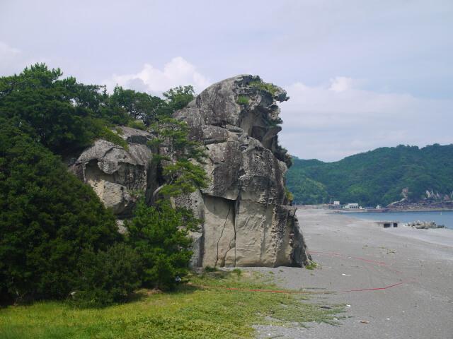 三重紀南エリアの名所をめぐる 世界遺産 花の窟神社と獅子巌。