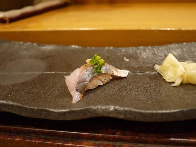 音羽茶屋新伊丹店 寿司コース アジのニギリ画像