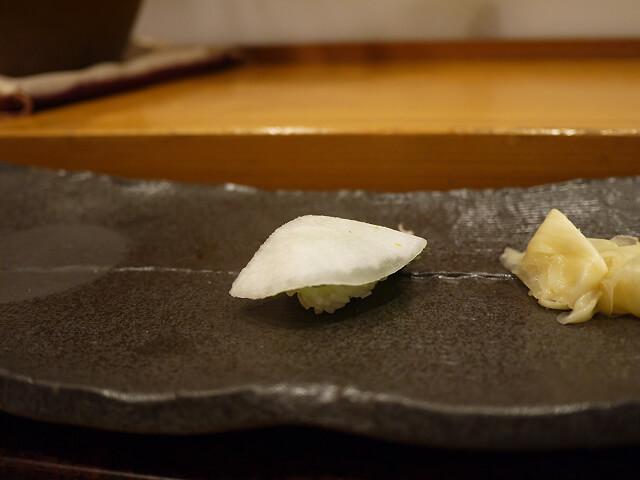 音羽茶屋新伊丹店 寿司コース 大根のニギリ画像