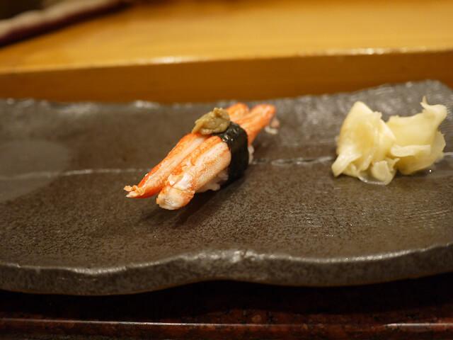 音羽茶屋新伊丹店 寿司コース カニのニギリ画像