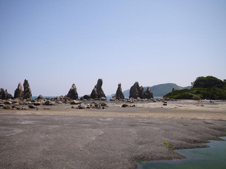 串本の橋杭岩画像