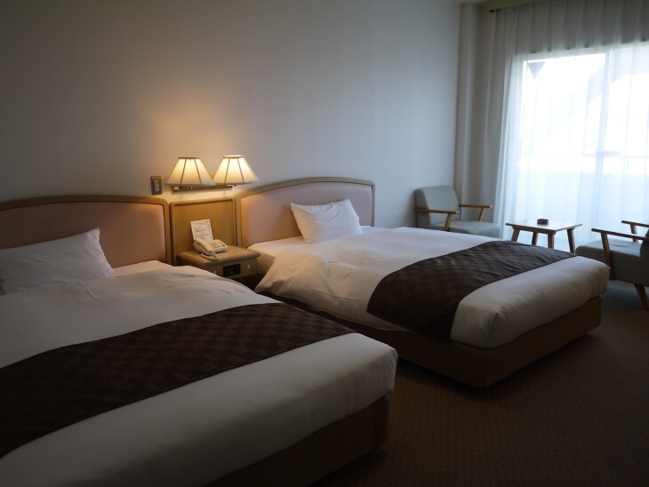 ホテル&レンタカー室内画像