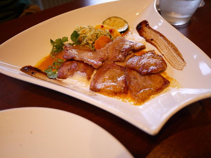 スカルペッタのサービスランチ 豚肉のカリカリ焼き画像