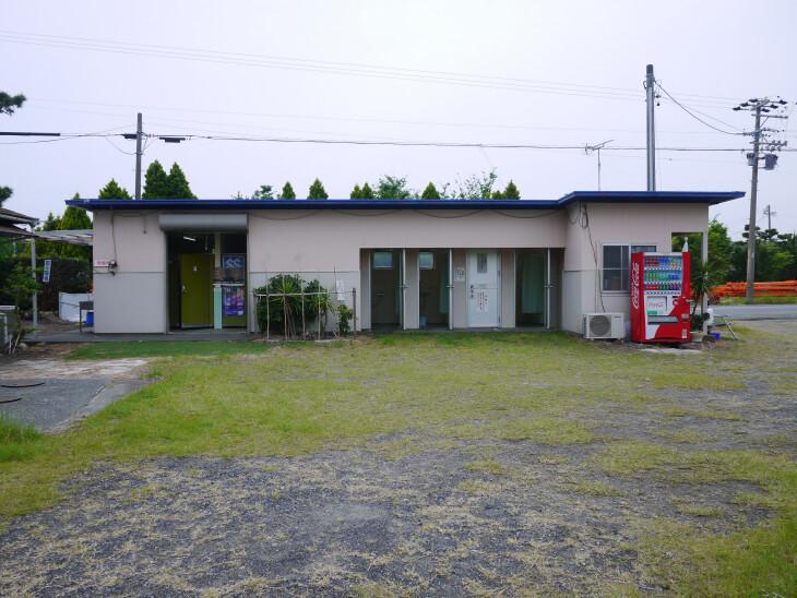静波キャンプグランド トイレ・シャワールーム外観画像