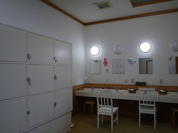 四季の郷 遊楽 郷の湯の更衣室画像