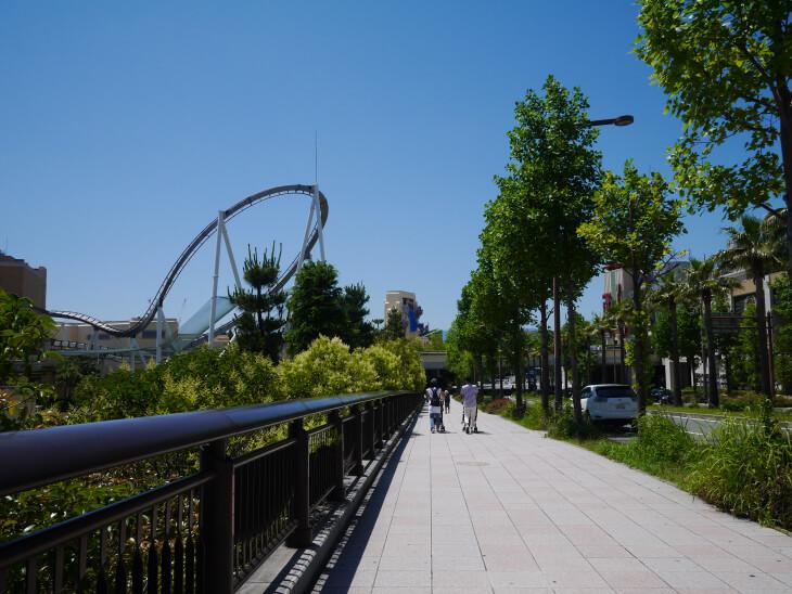 ユニバーサルスタジオ前の歩道画像