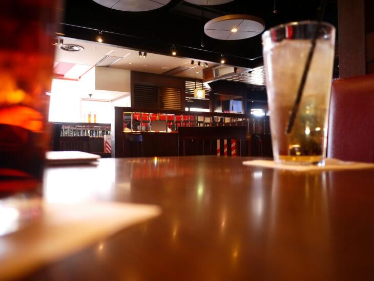 TGIフライデイズ ユニバーサル・シティ和幸ビル店のテーブル画像