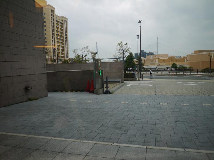 ホテル京阪 ユニバーサル・タワー 駐車場の入口画像