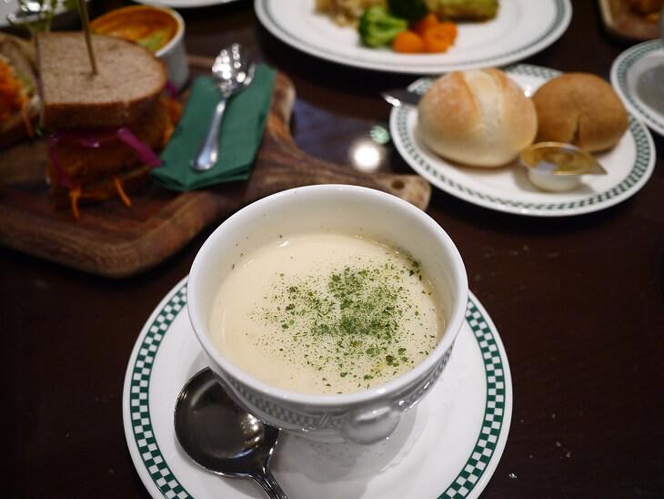 フィネガンズ・バー&グリルのポロネギとポテトのスープ画像