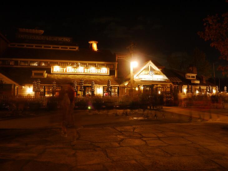 夜のUSJアミティビレッジの画像