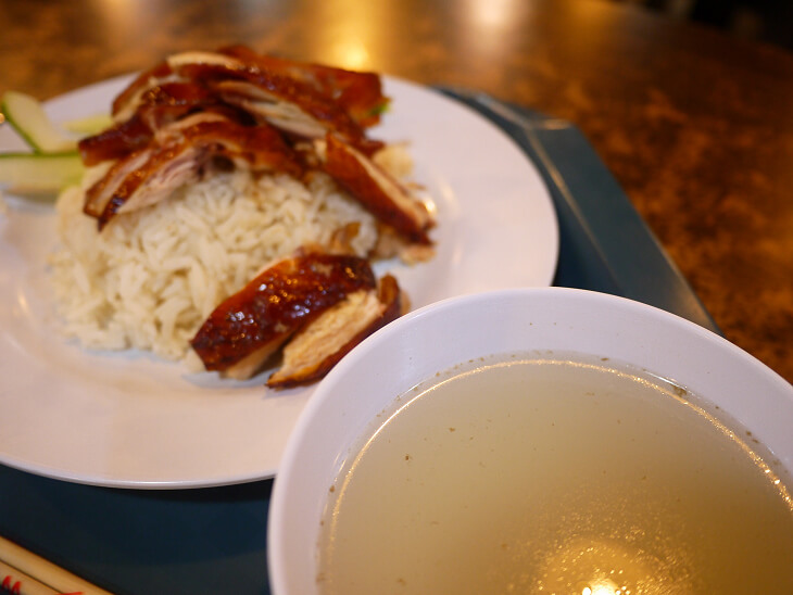 フードジャンクション 厨房 食霸海鮮魚头炉のチキンライスに付いてきたスープ画像