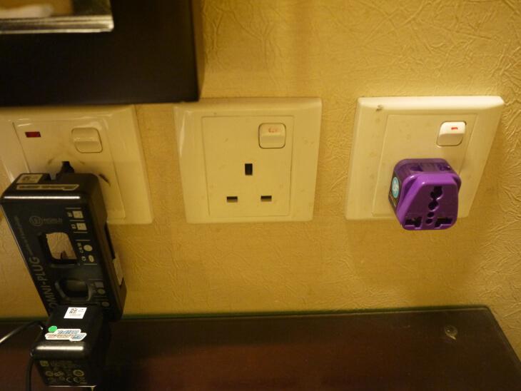 ホテル ロイヤル@クイーンズ 室内にあるコンセント画像