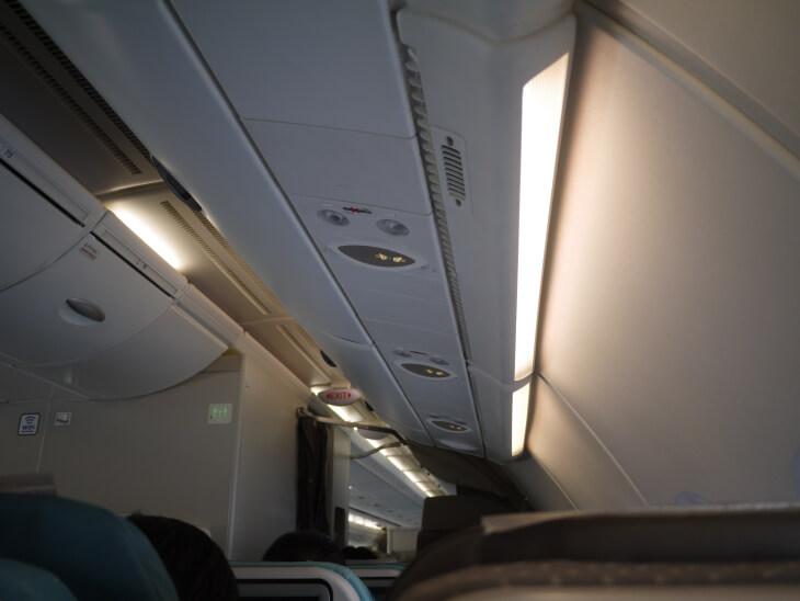 SQ619便(A380-800)Yクラス機内画像
