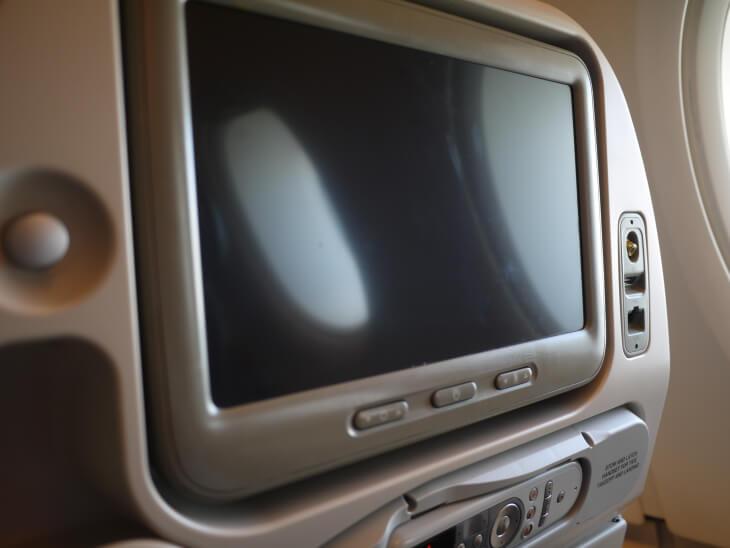 SQ619便(A380-800)Yクラス2-4-2配列シートモニター画像