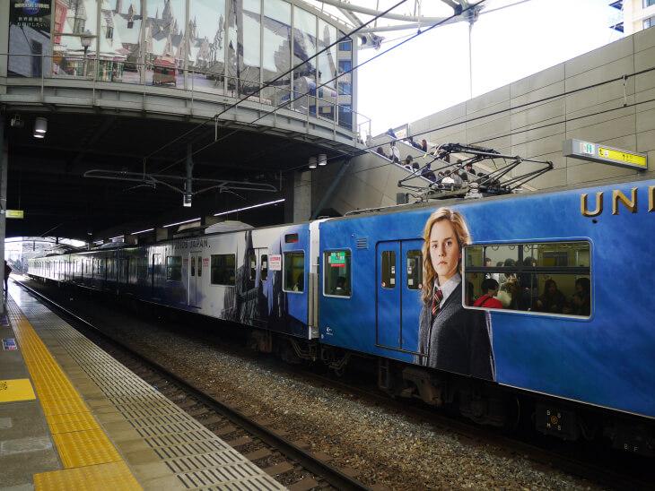 ユニバーサルシティ駅ハリポタの電車画像