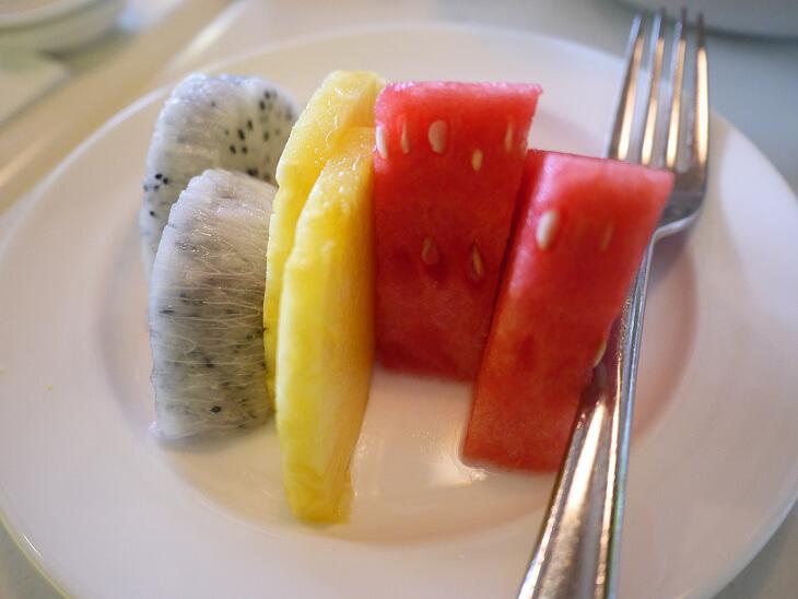 Dine On 3-8 ヌードルス デザートのフルーツ画像