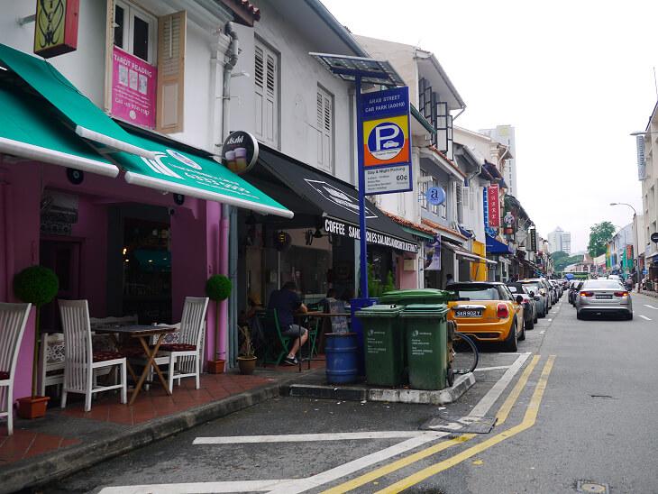 トライショーによるシンガポール市内観光パーキングに停車した車画像
