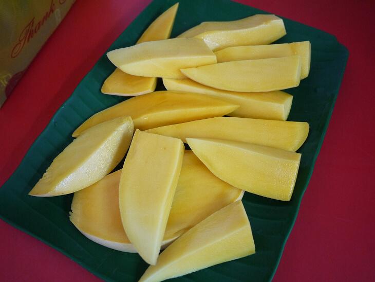試食したタイ産のマンゴー画像