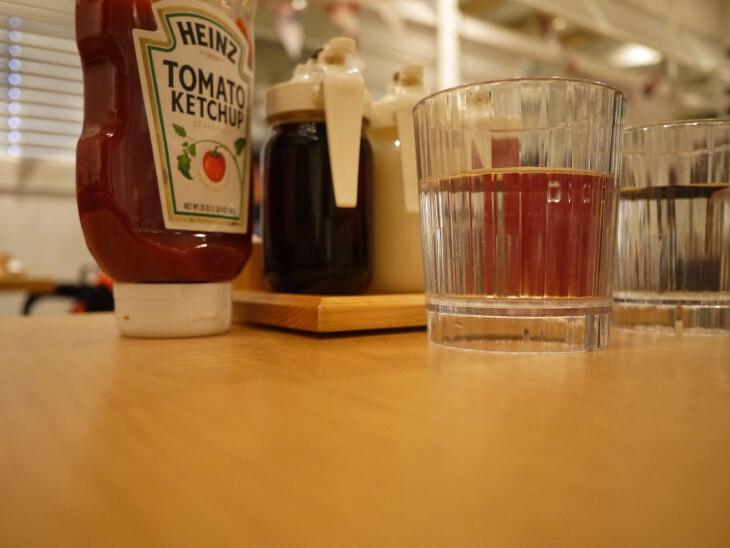 エッグスンシングス ザ パークフロントホテル店テーブル画像