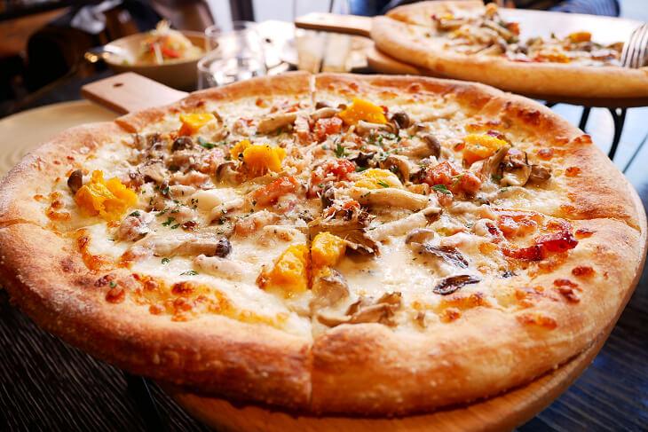 ウルフギャング・パック PIZZA BAR ランチセットのかぼちゃとベーコンのピザ画像