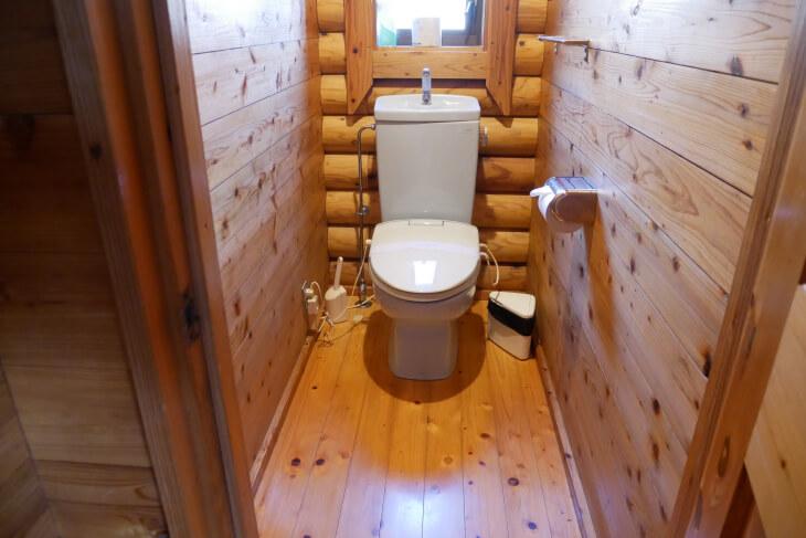 梅園の里 ログハウス白鳥 洗浄機付きトイレ画像