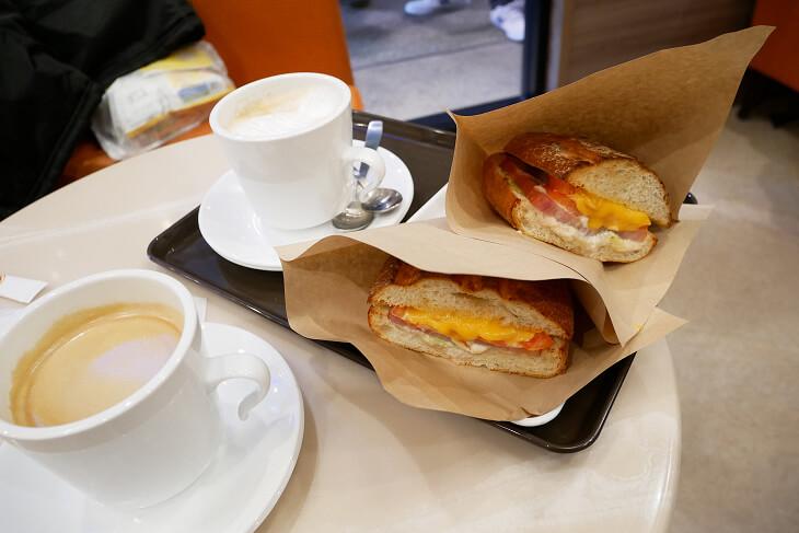 サンマルクカフェのハムチーズとカフェラテのセット画像