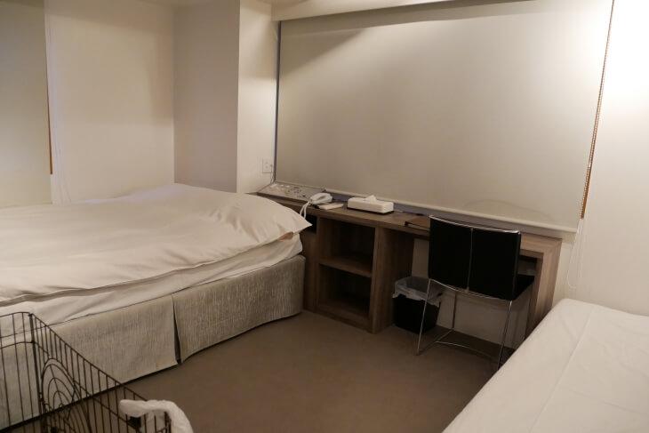 新宿CITY HOTEL N.U.T.S東京 室内ダブルベッド周辺画像
