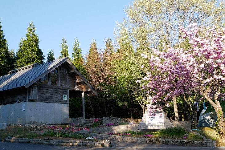 石川県健康の森テントサイト共同トイレ外観画像