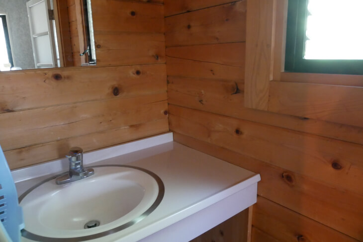 ログハウスうぐいすの独立洗面台画像