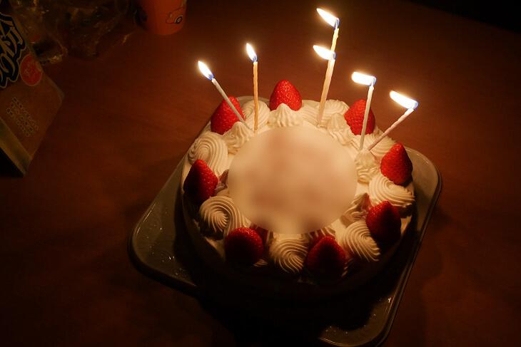 お祝いのケーキ画像