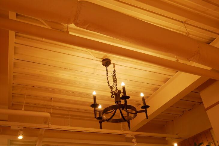 シャノワール花園店カフェコーナーの照明画像