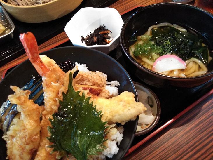 天丼とミニ麺のセット画像