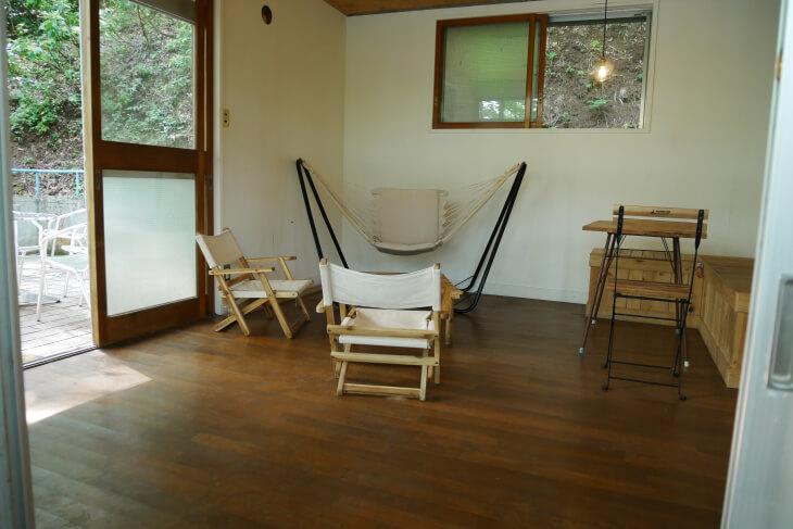 青木湖畔沿いにあるboathouse cafe内観画像