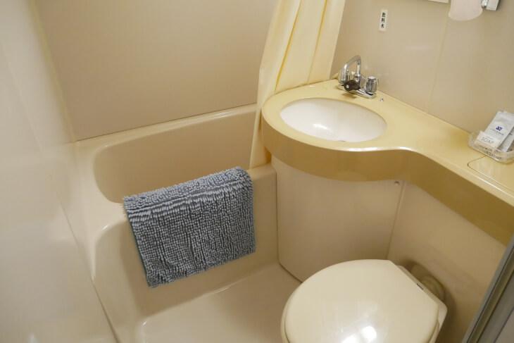 プチペンション アルファ室内にあるユニットタイプのバスルーム画像