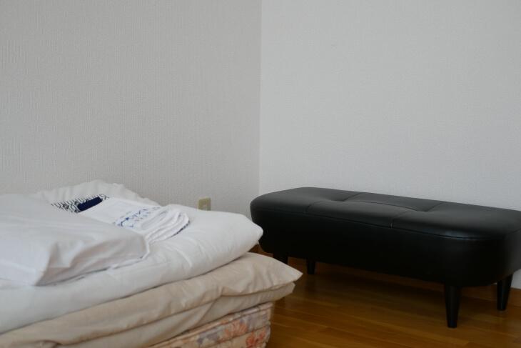ペット専用コテージ 18平米の洋室にあるソファ画像